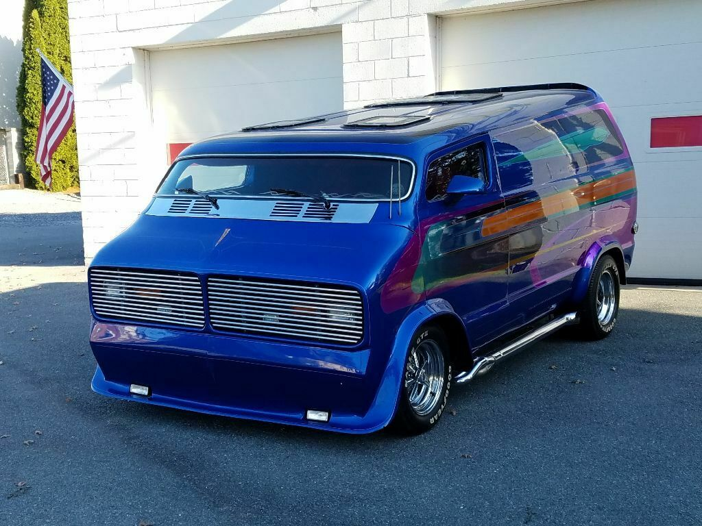 1976 Dodge Show Van - The Nautilus C11
