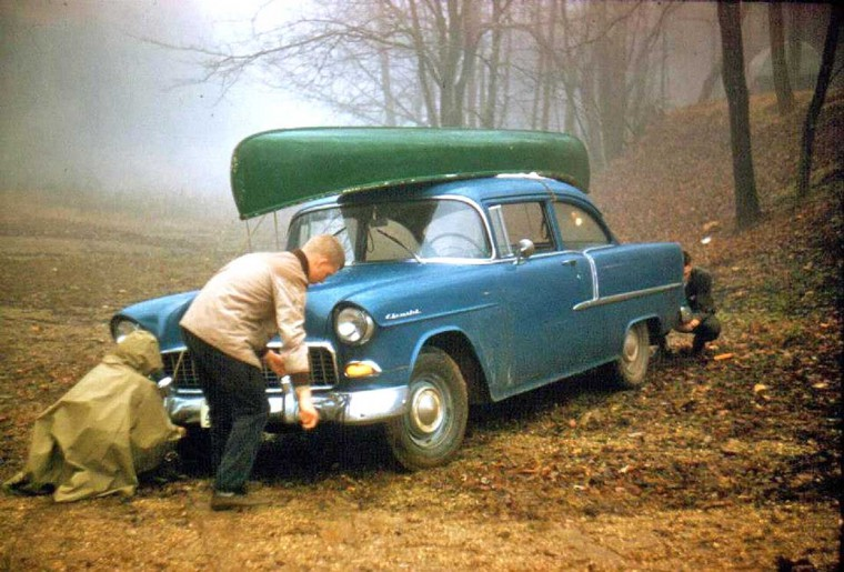 fifties & early sixties cars in situation - Vintage pics - Page 2 Canoe10