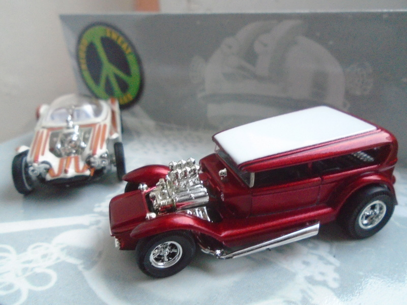 Hot Wheels Collectible Blood Sweet Gears - Beatnik Bandit - Lil' Coffin - show rod - Ed Roth - Darrill Starbird Dsc02011