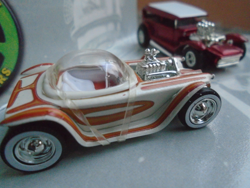 Hot Wheels Collectible Blood Sweet Gears - Beatnik Bandit - Lil' Coffin - show rod - Ed Roth - Darrill Starbird Dsc02012