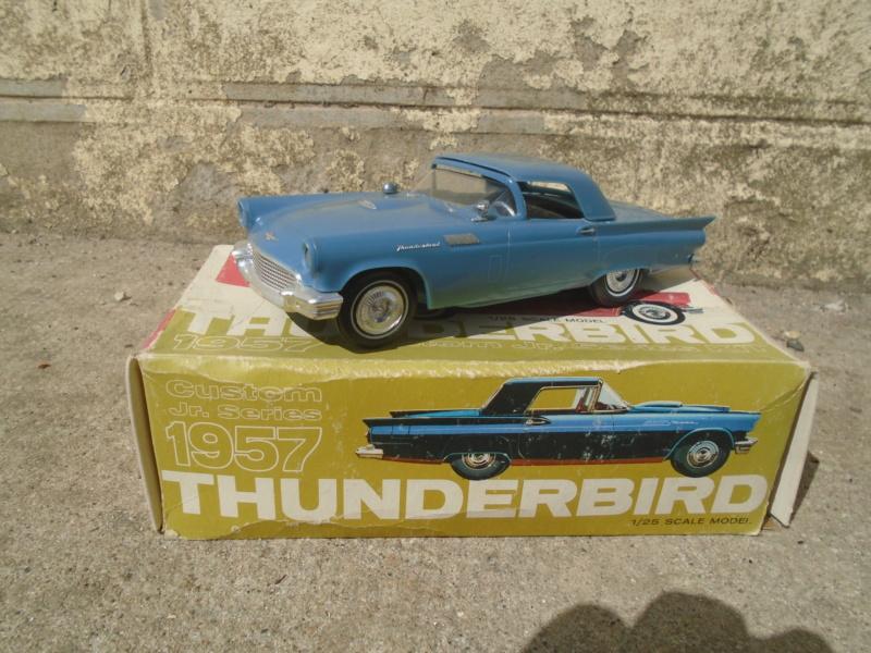 1957 Ford Thunderbird - Custom Jr Series - 1/25 scale - amt Dsc02215