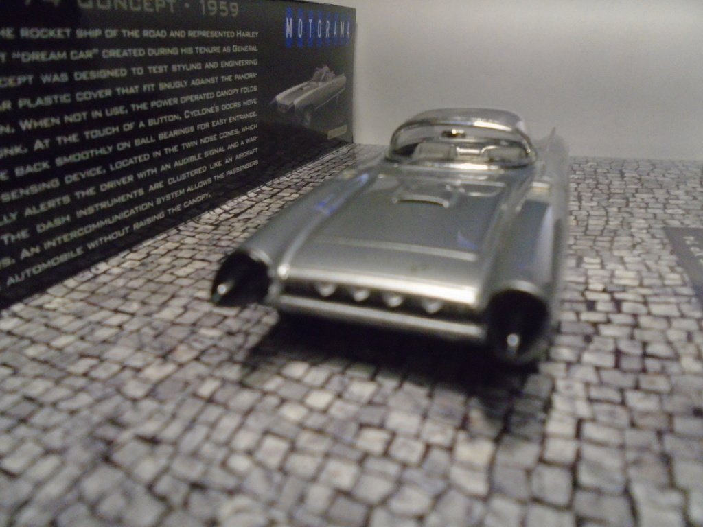Minichamps Dream cars to the 1950's - concept car to the Motorama and other - 1/43 scale and 1/18 scale Dsc04722