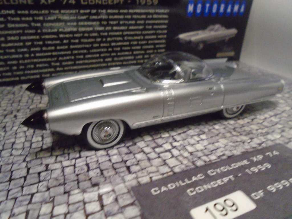Minichamps Dream cars to the 1950's - concept car to the Motorama and other - 1/43 scale and 1/18 scale Dsc04723
