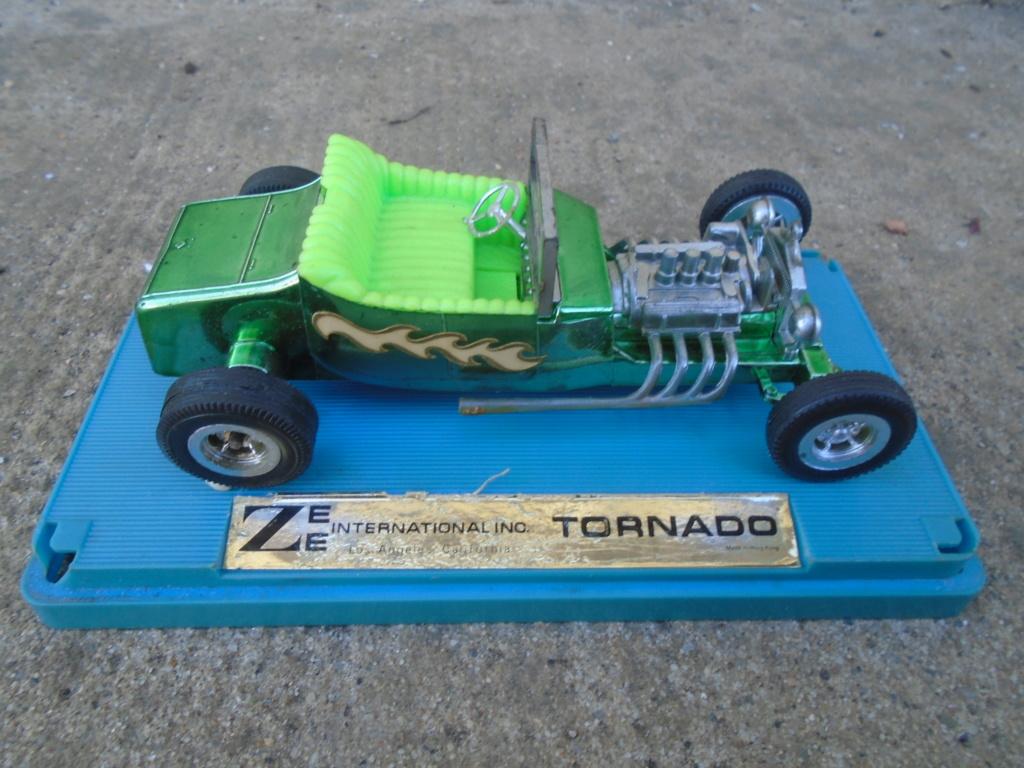 ZEE - Plastic model Hot Rod - 1/32 scale - Tornado & Flying Monk Dsc05231