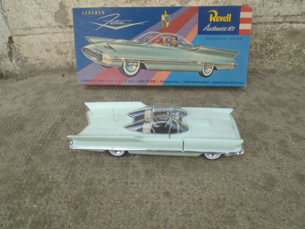 1955 Lincoln Futura - Concept car - Revell - 1/25 scale Dsc08010