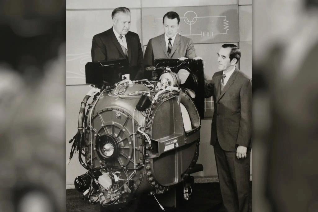 Ford Turbine-Powered Semi-Truck 'Big Red' - 1964 Messag13