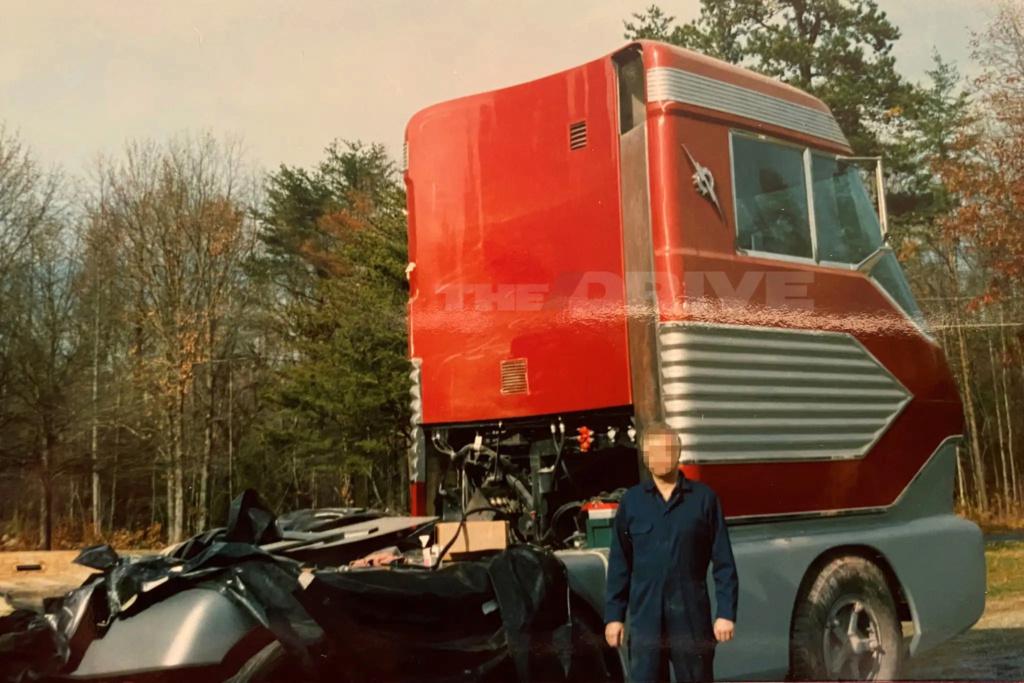 Ford Turbine-Powered Semi-Truck 'Big Red' - 1964 Messag18