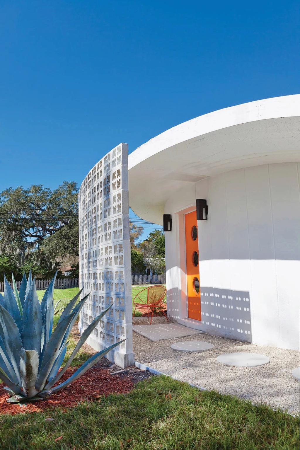 The other Round House - Sue Tapia - Sarasota Florida Sue_ta10
