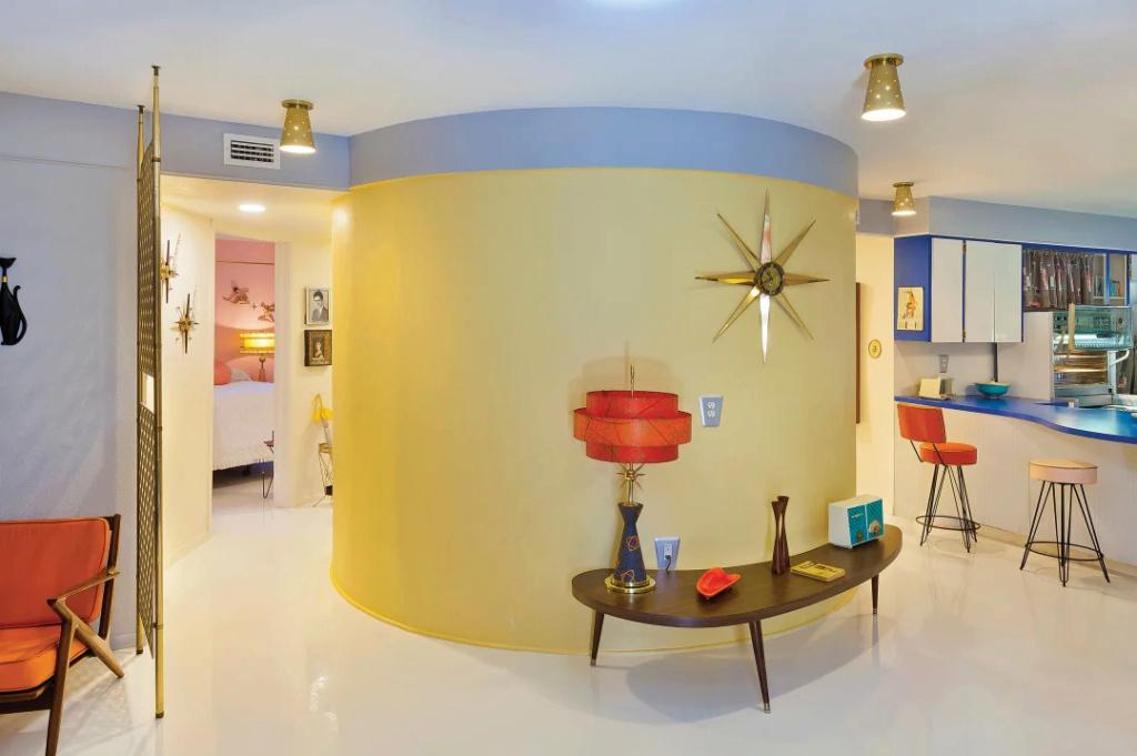 The other Round House - Sue Tapia - Sarasota Florida Sue_ta12
