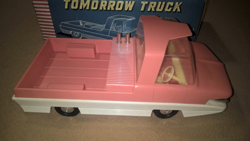 TOMORROW TRUCK QUALIDUX MADE IN HONG KONG PLASTIC SPACE CAR Tt110