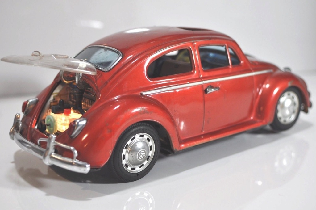 Volkswagen VW Beetle tin Bandai Japan bug toy car Vwb210