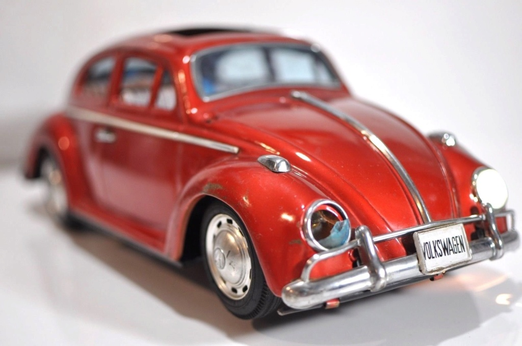Volkswagen VW Beetle tin Bandai Japan bug toy car Vwb310