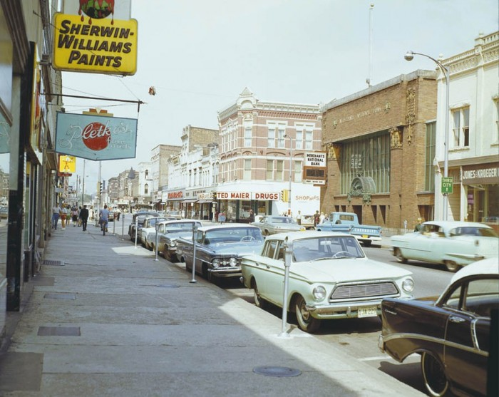 Rues fifties et sixties avec autos - 1950's & 1960's streets with cars - Page 5 Winona10
