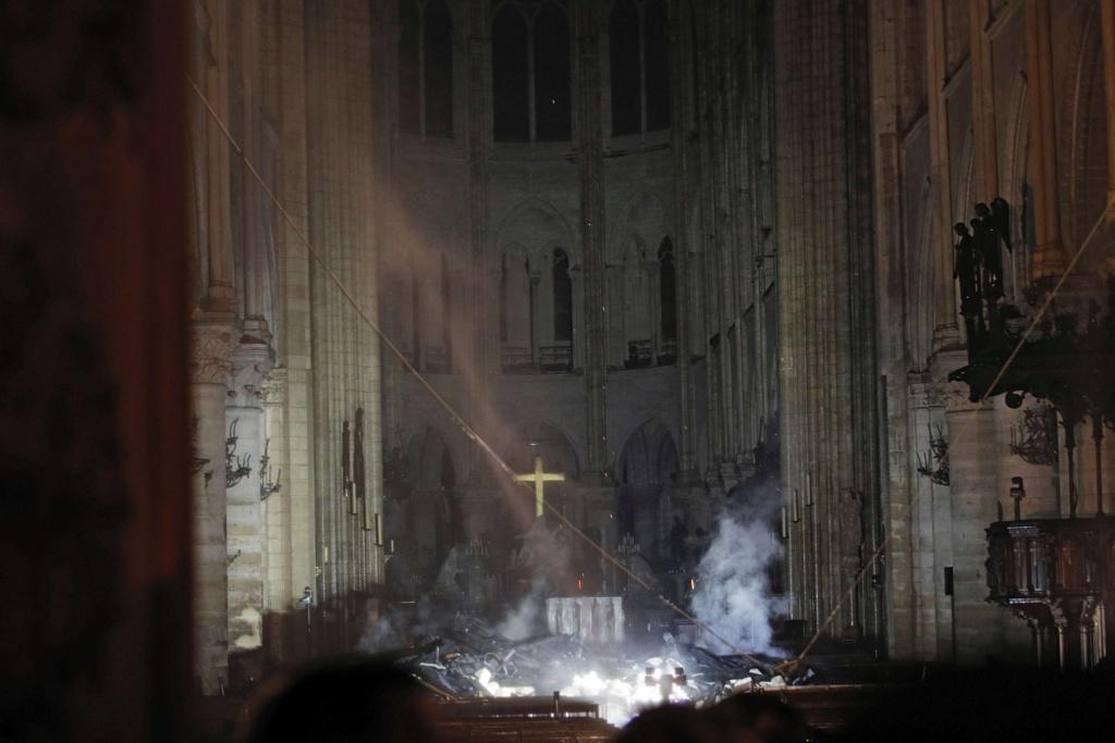 Incendie à Notre Dame de Paris ! D4oxb411