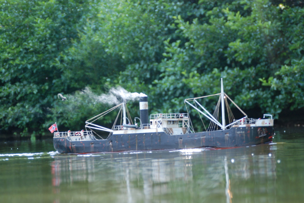 Schiffe und Boote im Wasser  Dsc_0010