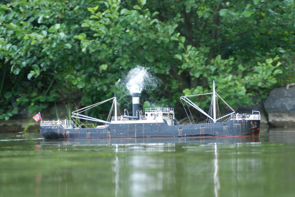 Schiffe und Boote im Wasser  Dsc_0011