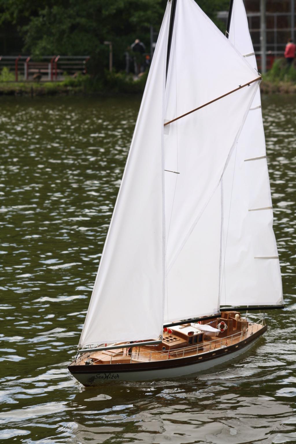 Schiffe und Boote im Wasser  Img_4410