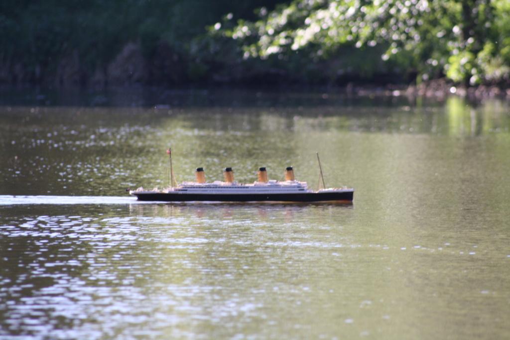 Schiffe und Boote im Wasser  Img_4412