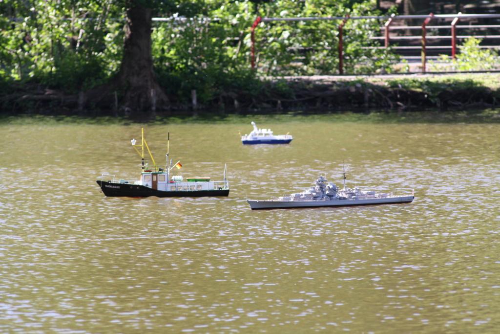 Schiffe und Boote im Wasser  Img_4416