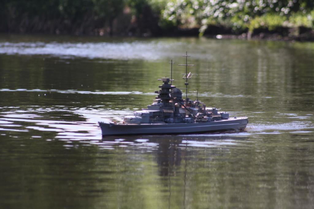 Schiffe und Boote im Wasser  Img_4610