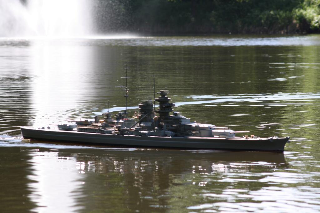 Schiffe und Boote im Wasser  Img_4611