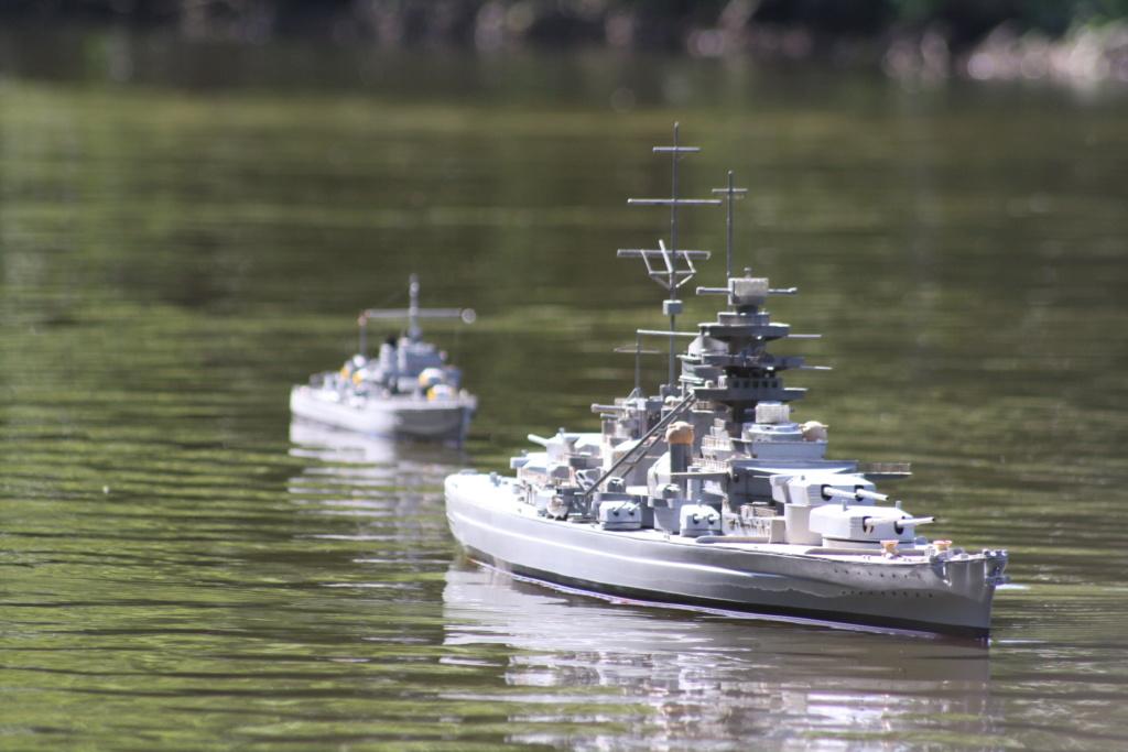 Schiffe und Boote im Wasser  Img_4612