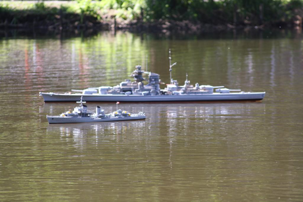 Schiffe und Boote im Wasser  Img_4613