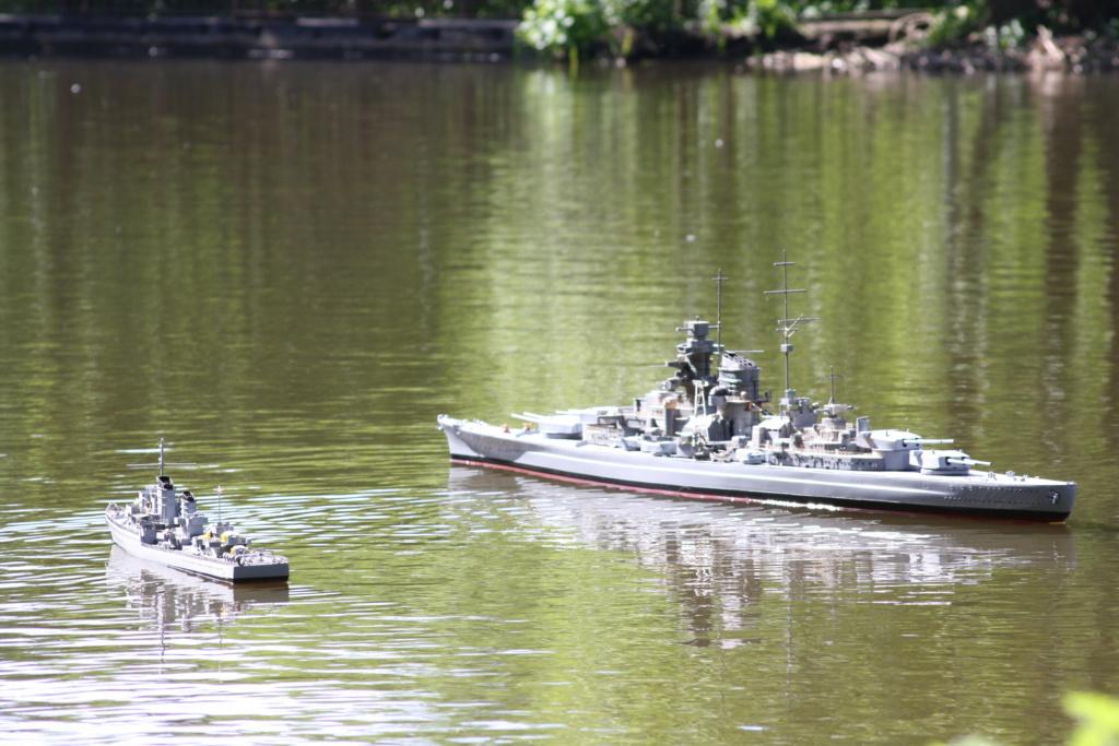 Schiffe und Boote im Wasser  Img_4615
