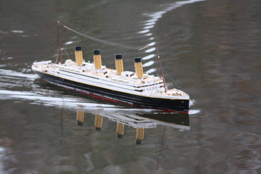 Schiffe und Boote im Wasser  Img_6214