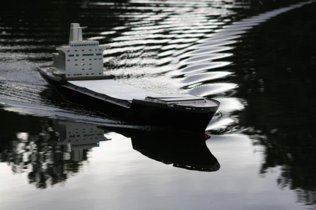"""""""Vorbildgetreues"""" Containerschiff im Maßstab 1/100 Img_8716"""