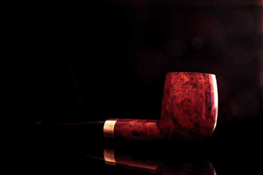 """L'inspecteur mène l'enquête ! indice""""1/10"""" du tabac dans sa pipe. Img_5038"""