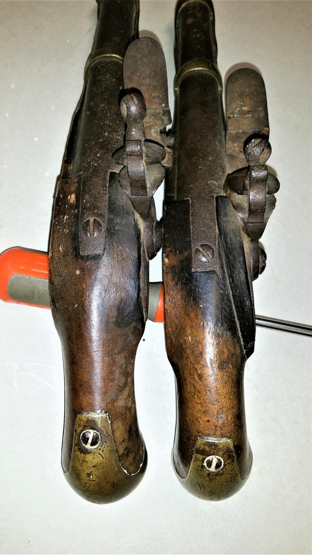 vous avez dit bizarre bizarre ??? pistolets de maréchaussée ou de cavalerie ?? 210