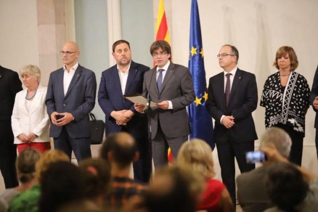 GOVERN | Comparecencia del President Puigdemont tras la convocatoria del referéndum del 1 de octubre (06/09/2017) Carles11