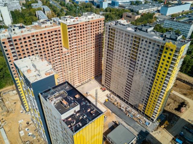 """На ЖК """"Летний сад"""" - начался монтаж фасадных конструкций корпусов второй очереди строительства 1015"""