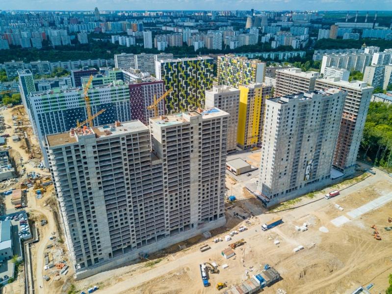 """На ЖК """"Летний сад"""" - начался монтаж фасадных конструкций корпусов второй очереди строительства 2111"""