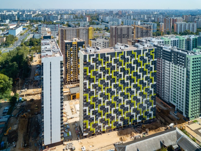 """На ЖК """"Летний сад"""" - начался монтаж фасадных конструкций корпусов второй очереди строительства 513"""