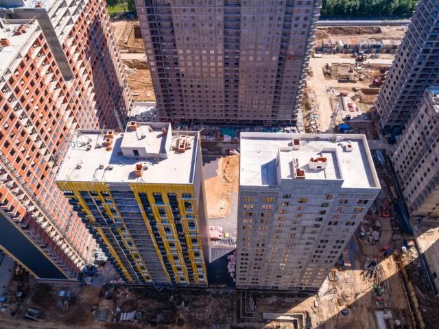"""На ЖК """"Летний сад"""" - начался монтаж фасадных конструкций корпусов второй очереди строительства 714"""