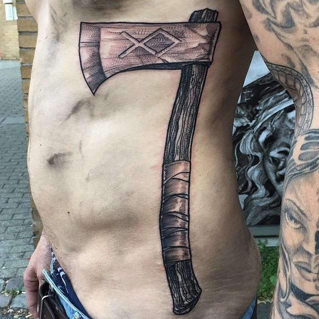 Татуировки с Рунами (подборка фото) - Страница 11 Axe-ta11