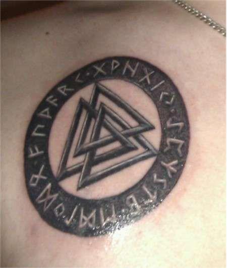Татуировки с Рунами (подборка фото) - Страница 11 Valknu11