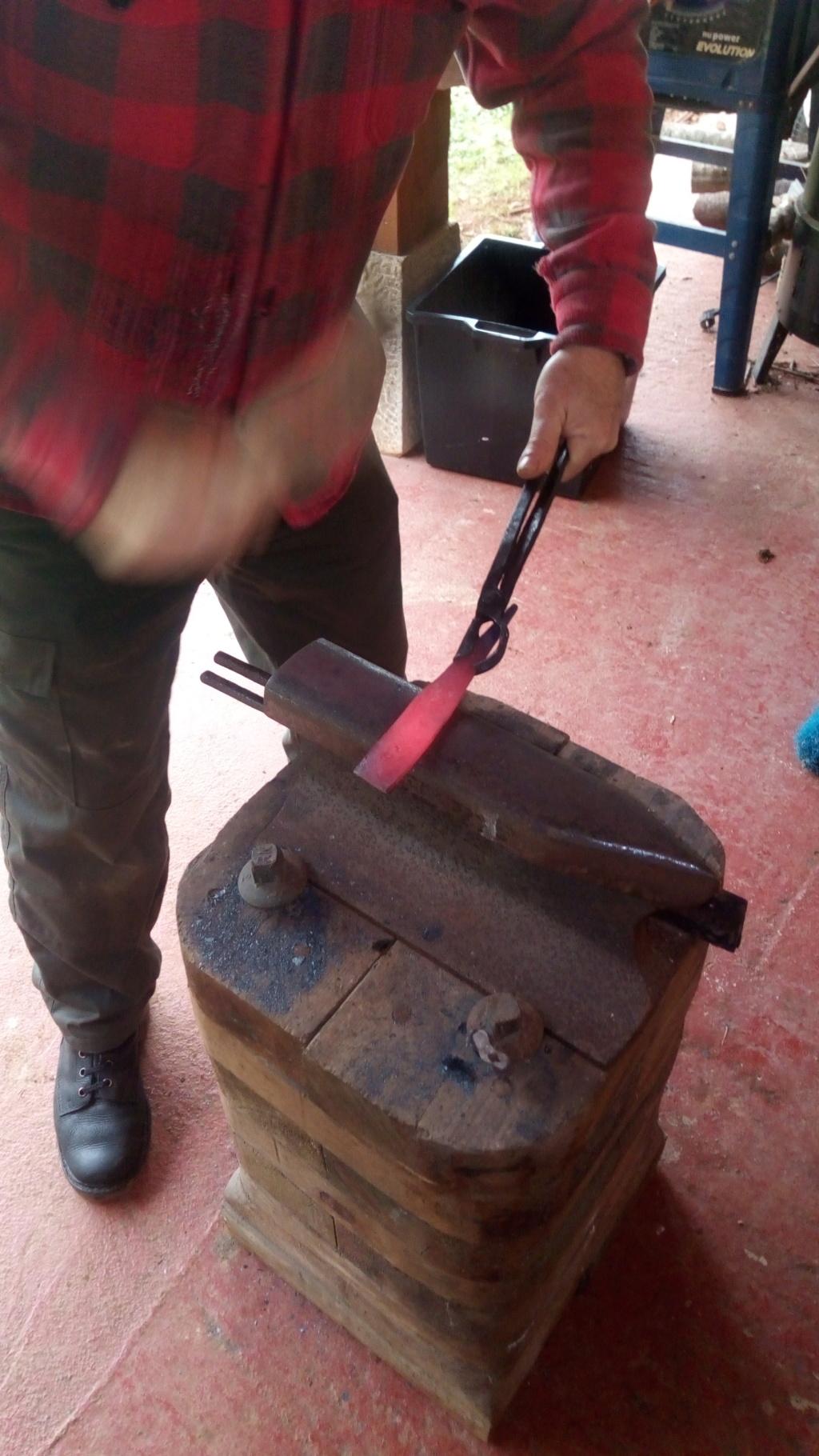 Un par de cuchillos hechos con Iurde Img_2025