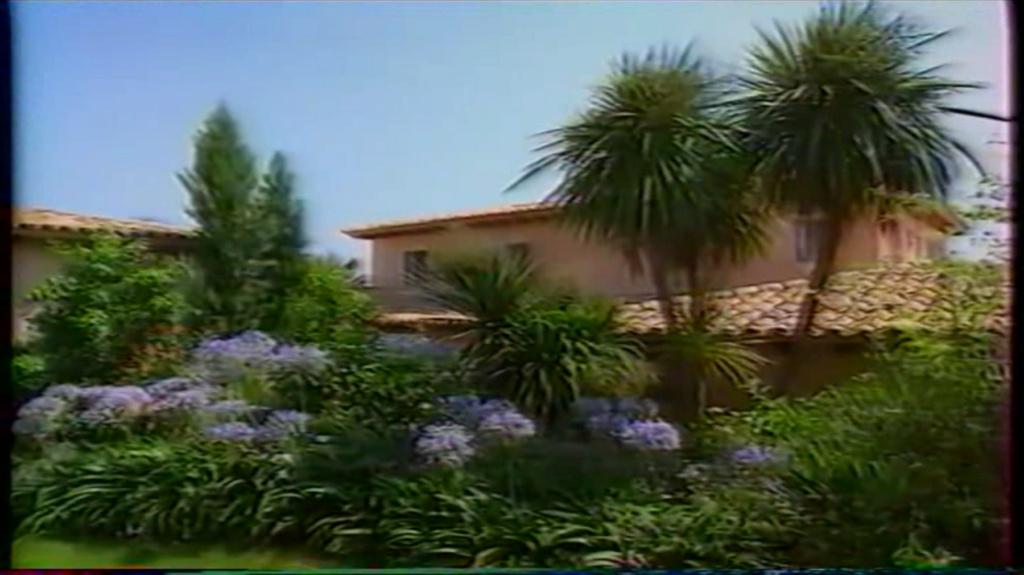 PROPRIETE OU A RESIDE JOHNNY HALLYDAY ( 2/10 ) 'LA LORADA' ( 1990-2000 ) 10610