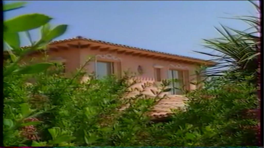 PROPRIETE OU A RESIDE JOHNNY HALLYDAY ( 2/10 ) 'LA LORADA' ( 1990-2000 ) 10710