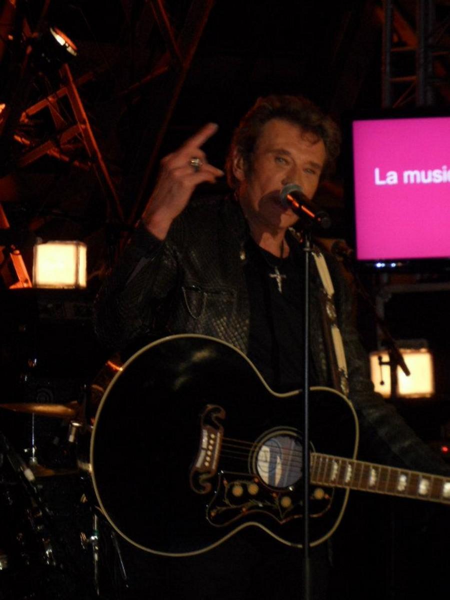 LES CONCERTS DE JOHNNY 'LA TOUR EIFFEL, PARIS 2011' 11-g0115
