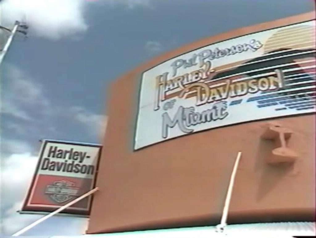 HARLEY-DAVIDSON HERITAGE SOFTAIL 1340 DE JOHNNY HALLYDAY ( 1989 ) 1210