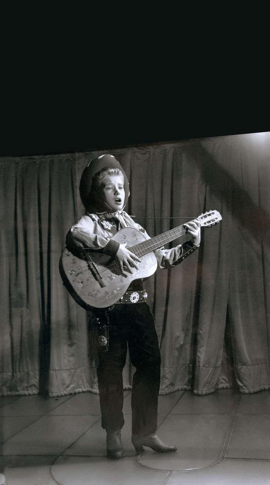 JOHNNY 'SES JEUNES ANNEES 1943-1959' 13_jui10