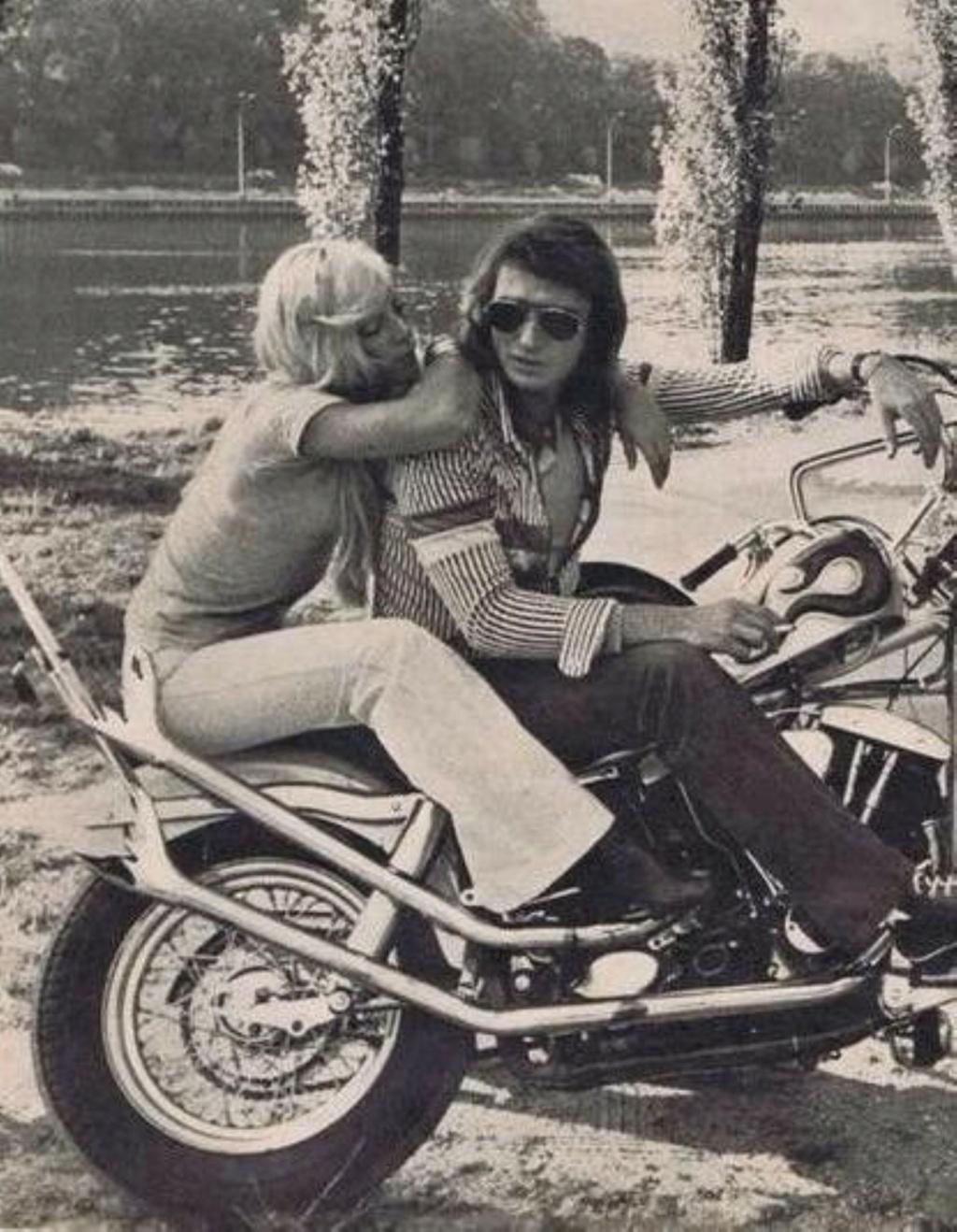 CHOPPER ( MOTEUR HARLEY SHOVELHEAD ) DE JOHNNY HALLYDAY ( 1971 ) 253d4a10