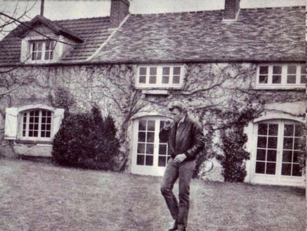 PROPRIETE OU A RESIDE JOHNNY HALLYDAY 'GROSROUVRE ( 1963-1965 ) 29274810