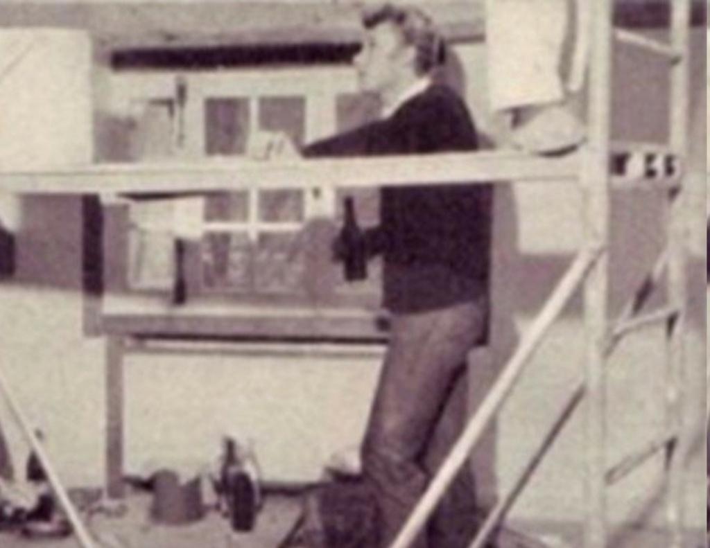 PROPRIETE OU A RESIDE JOHNNY HALLYDAY 'GROSROUVRE ( 1963-1965 ) 29275010