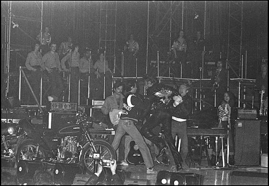 LES CONCERTS DE JOHNNY 'PALAIS DES SPORTS DE PARIS 1976' 29_sep16