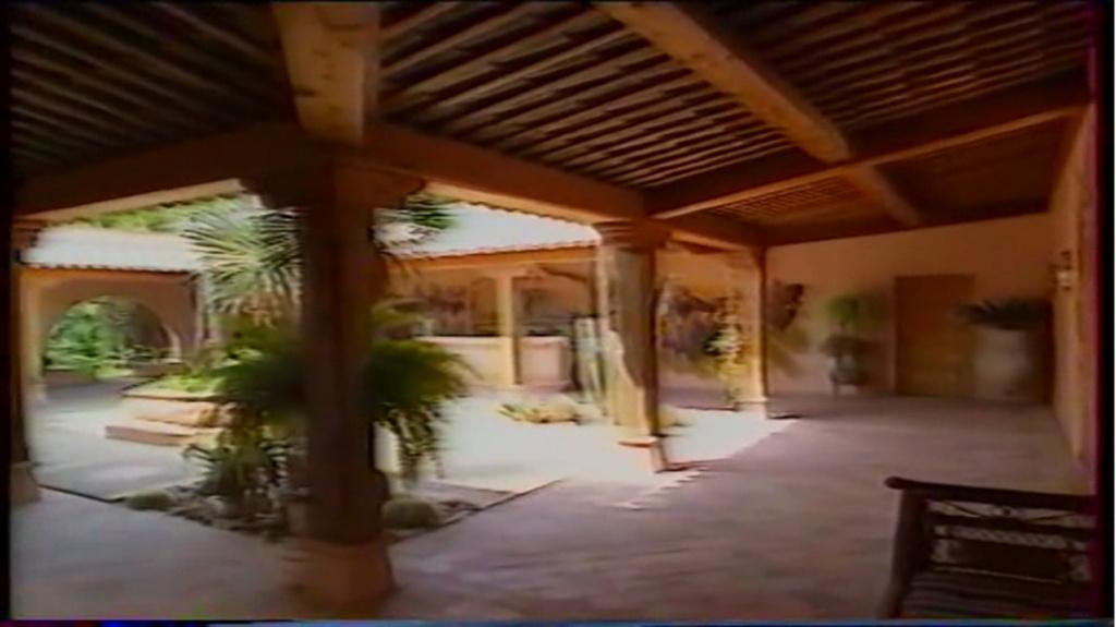 PROPRIETE OU A RESIDE JOHNNY HALLYDAY ( 2/10 ) 'LA LORADA' ( 1990-2000 ) 6310